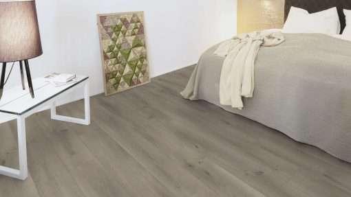 Dormitorio con suelo laminado Kaindl Roble Pleno K4350-9