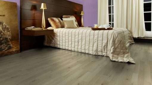 Dormitorio con suelo laminado Kaindl Roble Trevi 37528 (1)
