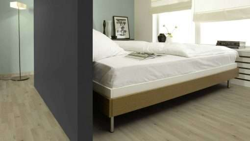 Dormitorio con suelo laminado Kaindl Roble Trevi 37528 (2)