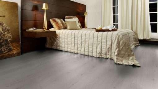 Dormitorio con suelo laminado Kaindl Roble Trillo 35953 (1)