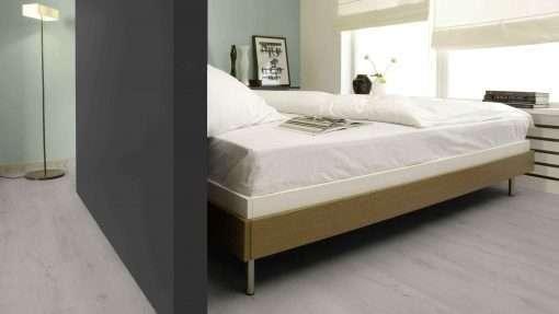 Dormitorio con suelo laminado Kaindl Roble Trillo 35953 (2)