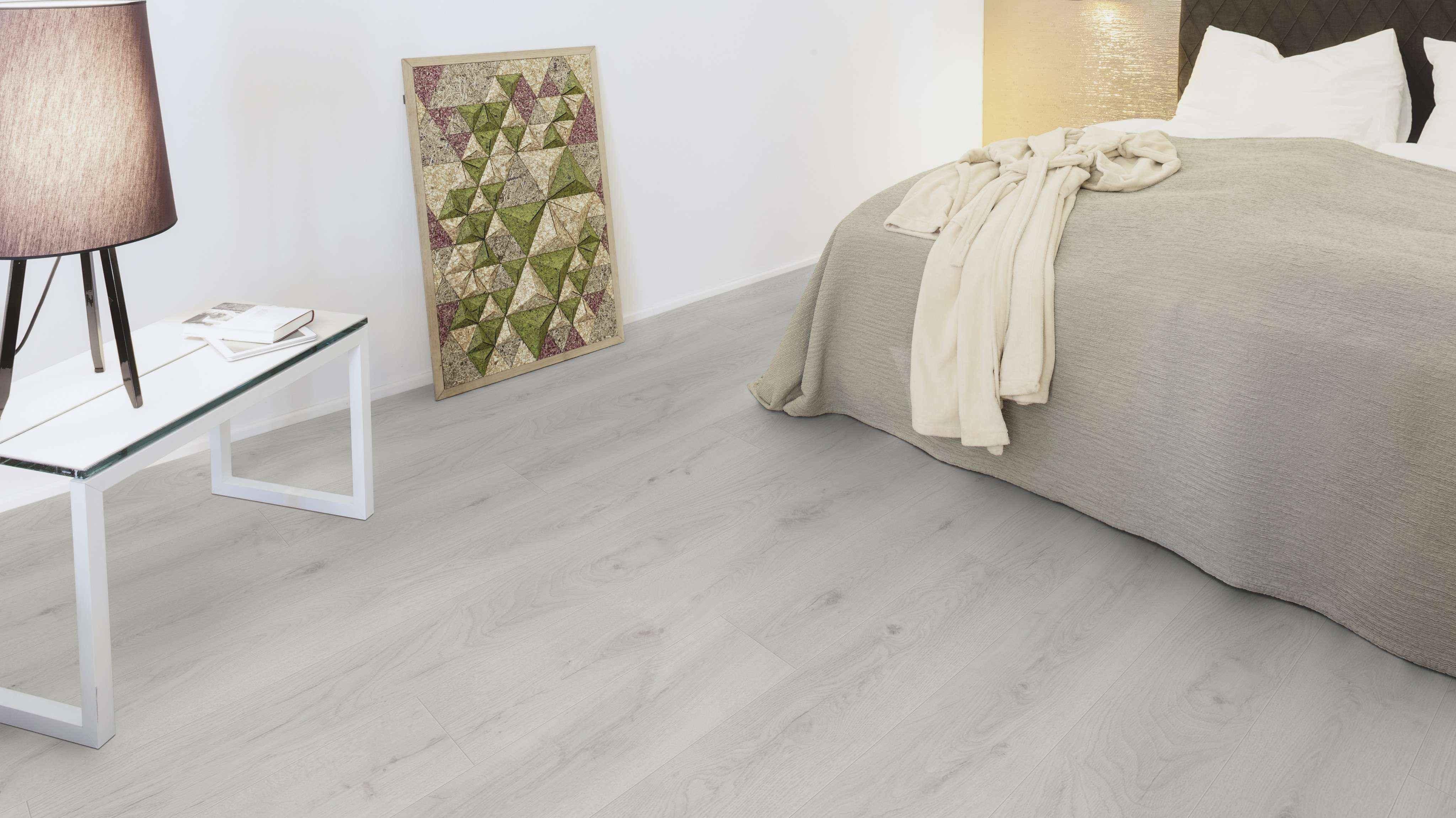 dormitorio con suelo laminado kaindl roble trillo 35953 3