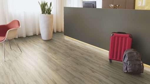 Oficina con suelo laminado Kaindl Roble Tortona 37663 (9)