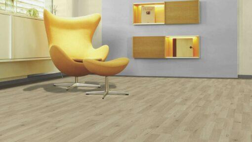 Sala con suelo laminado Kaindl Roble Trevi 37528 (1)