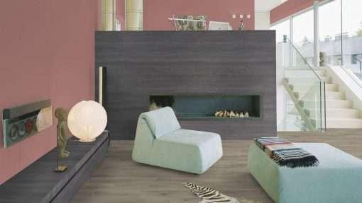 Salon con suelo laminado Kaindl Roble Pleno K4350-23