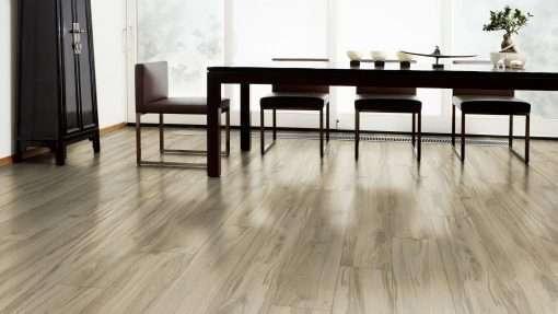 Salon con suelo laminado Kaindl Roble Tortona 37663 (18)