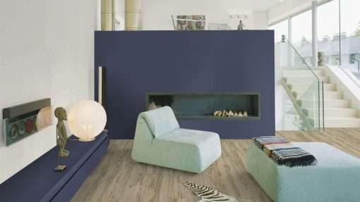 Salon con suelo laminado Kaindl Roble Tortona 37663 (2)