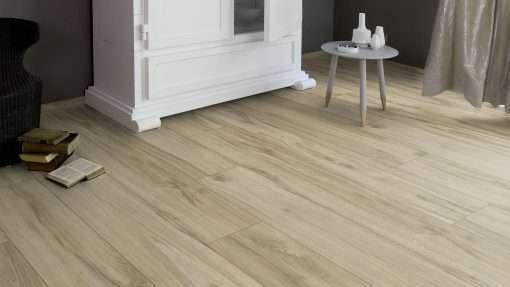 Salon con suelo laminado Kaindl Roble Tortona 37663 (21)