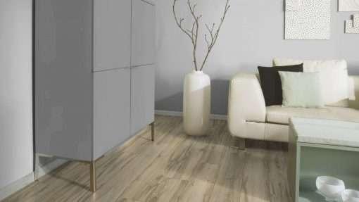 Salon con suelo laminado Kaindl Roble Tortona 37663 (22)