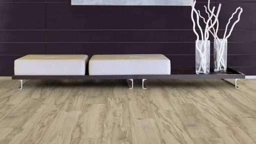 Salon con suelo laminado Kaindl Roble Tortona 37663 (24)