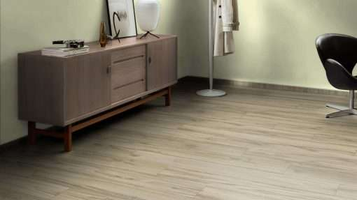 Salon con suelo laminado Kaindl Roble Tortona 37663 (3)