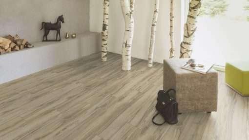 Salon con suelo laminado Kaindl Roble Tortona 37663 (4)