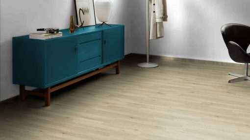 Salon con suelo laminado Kaindl Roble Trevi 37528 (11)