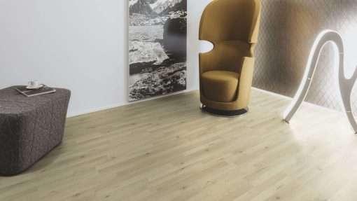 Salon con suelo laminado Kaindl Roble Trevi 37528 (13)