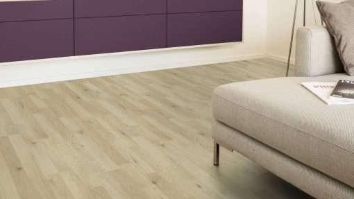 Salon con suelo laminado Kaindl Roble Trevi 37528 (14)