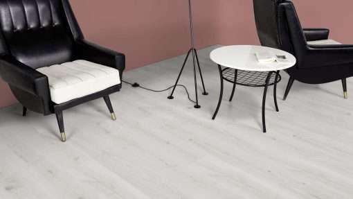 Salon con suelo laminado Kaindl Roble Trillo 35953 (3)