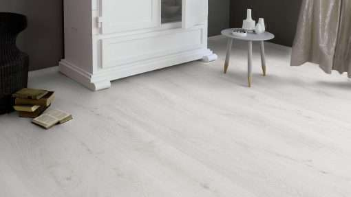 Salon con suelo laminado Kaindl Roble Trillo 35953 (4)