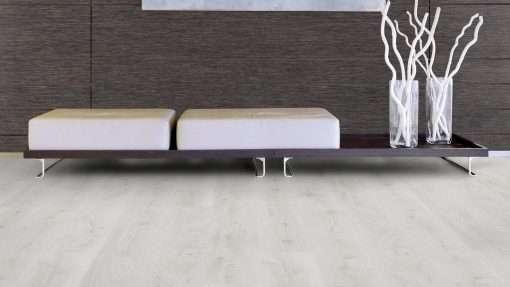 Salon con suelo laminado Kaindl Roble Trillo 35953 (6)